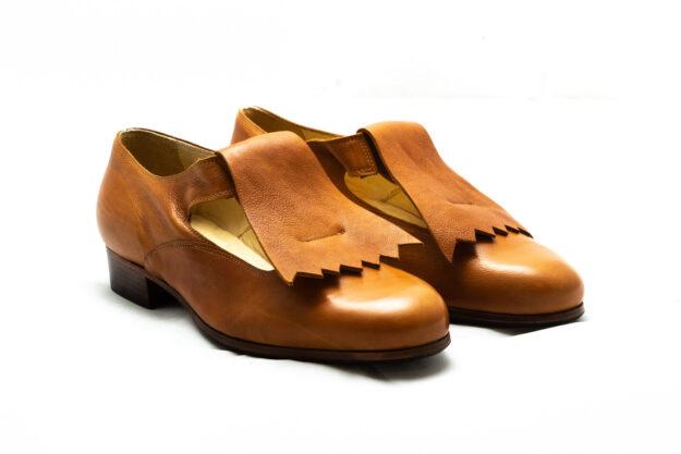 calzatura pantofola cognac con frangia nicolao atelier 1
