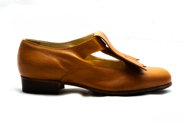 calzatura pantofola cognac con frangia nicolao atelier 5