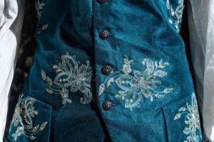 costume d'epoca velluto goffrato blu nicolao atelier venezia 8