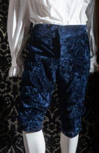 costume d'epoca velluto goffrato blu nicolao atelier venezia 9