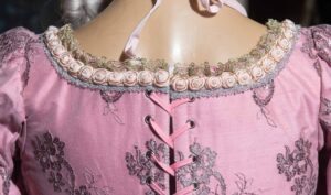 abito d'epoca di taffetas rosa nicolao atelier venezia 5