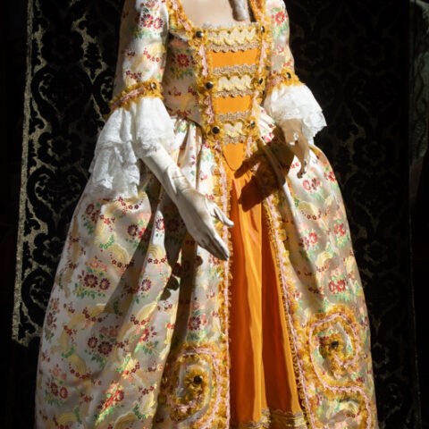 costume d'epoca donna in liseré fiorato nicolao atelier venezia
